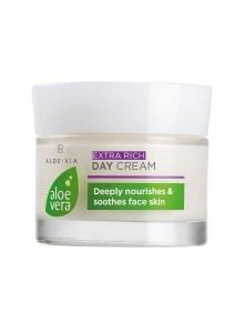 Deze rijke dagcrème beschermt en regenereert droge gezichtshuid.