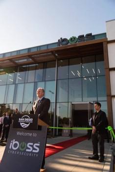 Peter Martini y el Alcalde de San Diego cortan liston