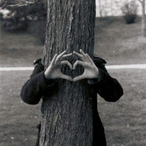 argentique_noir_et_blanc_coeur_arbre_amour_love_nature_main_500