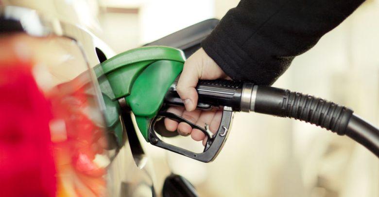 Photo of Los carburantes repuntan por octava semana pero arrancan el verano hasta un 14% más baratos que hace un año