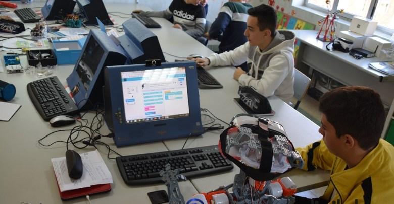Photo of Los alumnos del Colegio Virgen de la Vega apuestan por la robótica