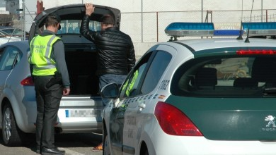 Photo of La Guardia Civil investiga al autor que llevaba una pastilla de hachís de casi 100 gramos