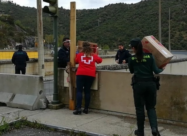 Photo of La farmacia de Fermoselle dona material para la residencia de ancianos de Bemposta