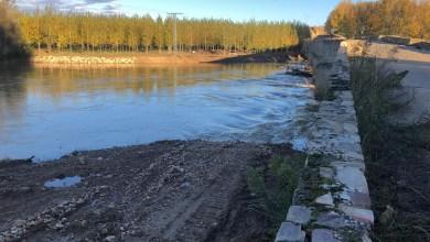 Photo of La crecida del río Esla arrastra los diques de contención de las obras del puente de Castrogonzalo
