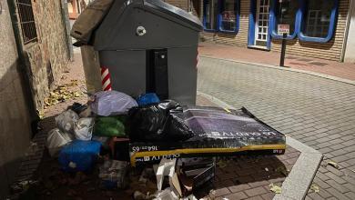 Photo of Denuncian el vertido de basuras en el exterior de los contenedores