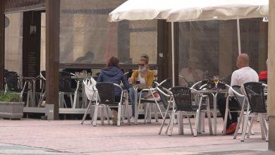 """Photo of Los hosteleros acusan a la Junta de """"poner el foco"""" en su sector con el toque de queda"""