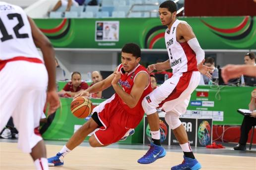 (PR)Arnaldo Torro (RED)competing  against Canada
