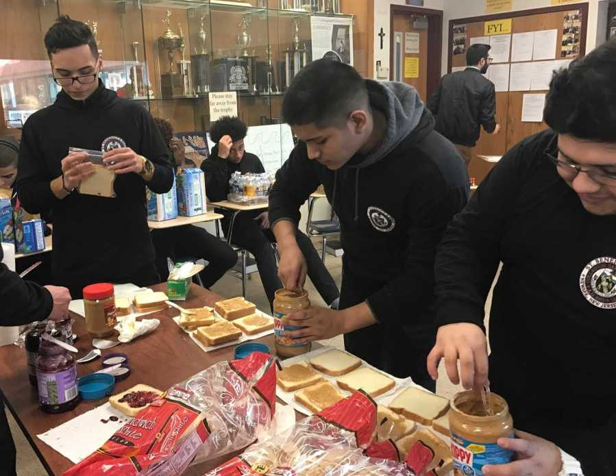 Student+volunteers+making+peanut+butter+and+jelly+sandwiches+for+the+homeless.