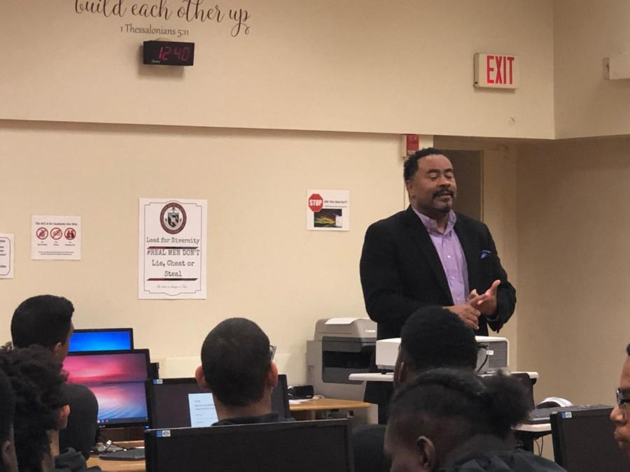 Kevin+Booker+organizes+a+meeting+with+upperclassmen+to+talk+about+Morehouse+College