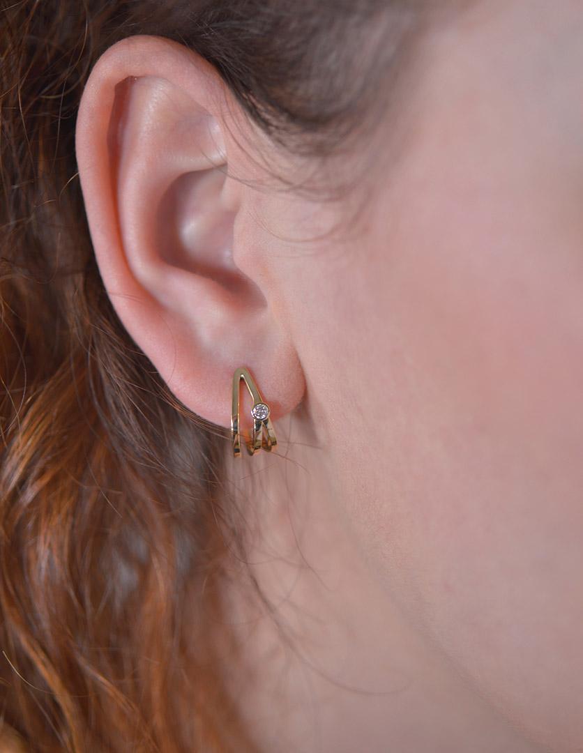 Boucles d'Oreilles Destin Croisé Or Jaune et Diamants Portées