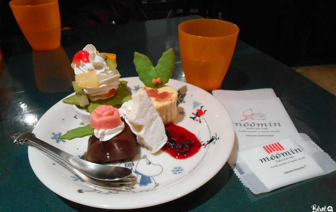 Christmas Suvénia Plate, Moomin Cafe, Fukuoka