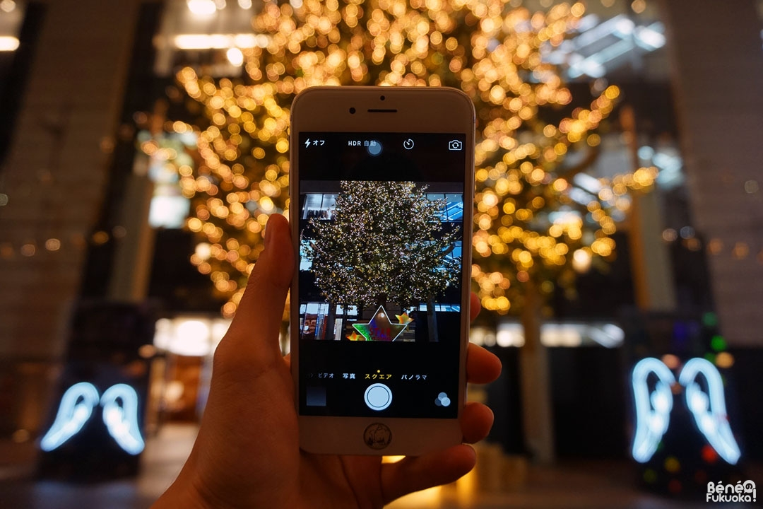 Sapin de Noël géant devant le grand magasin Daimaru, Tenjin, Fukuoka