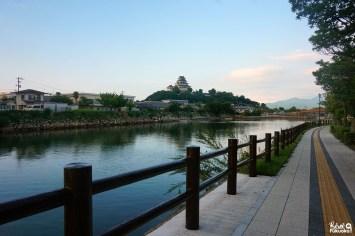 Le château depuis une petite rue de Karatsu