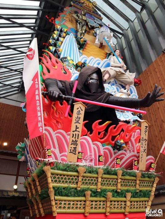 Char Yamakasa dans la rue Kawabata shôtengai, Fukuoka