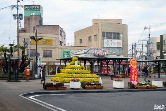 Devant la gare d'Ibusuki, préfecture de Kagoshima