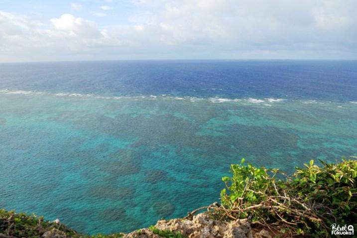 Vue sur la mer depuis le sankakuten, île d'Irabu, Miyakojima, Okinawa