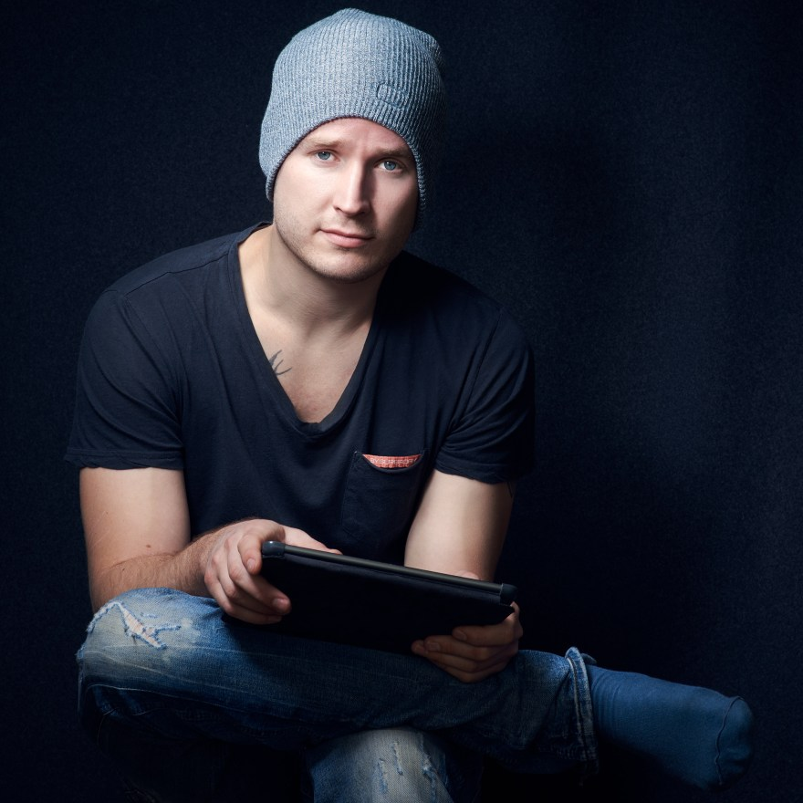 english-actor-musician-photographer-portrait_3276b