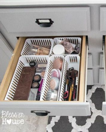 how to organize your makeup kit at home/bio with thysiamore