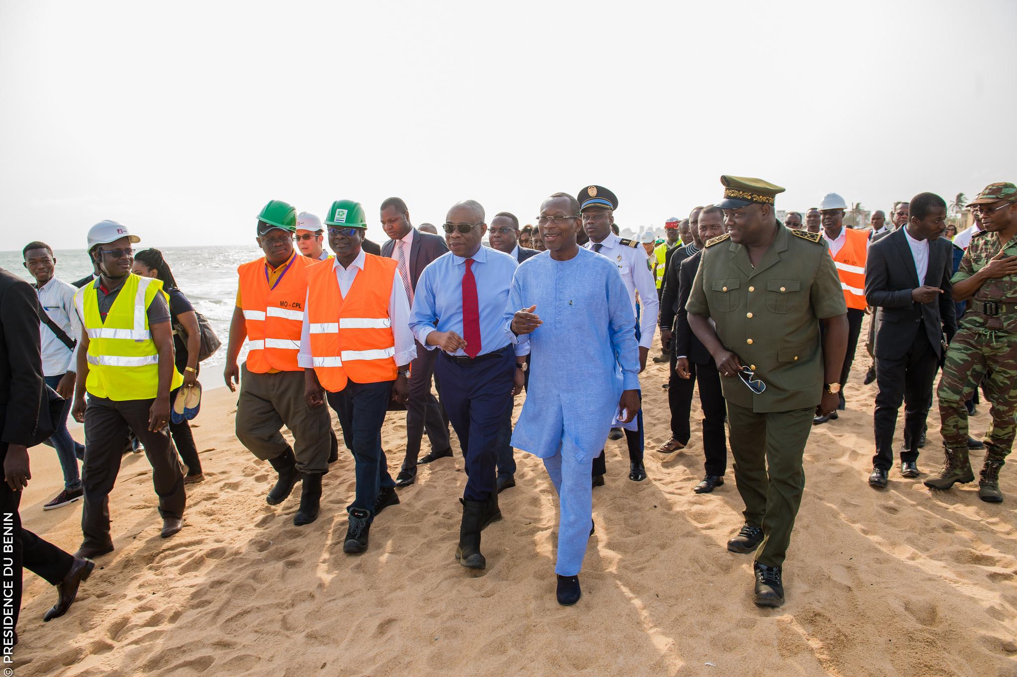 Visite de terrain de S.E.M Patrice Talon sur les chantiers de protection de la berge cotière de Cotonou / Photo : PRÉSIDENCE DU BÉNIN
