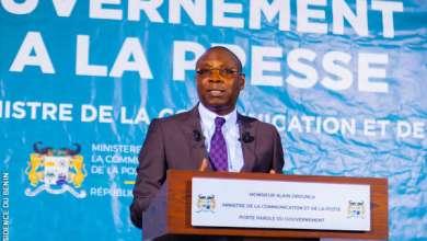 Photo of Gouvernement Face à la Presse (GFP) : Le ministre Alain OROUNLA répond aux polémiques autour du COVID-19 et des prochaines élections communales