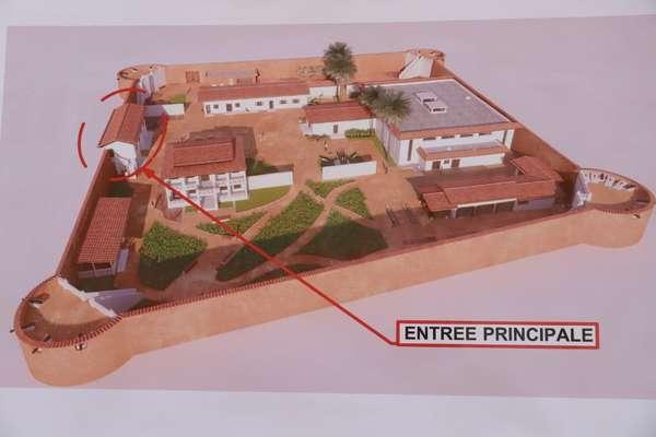 visite-du-ministre-jean-michel-abimbola-sur-les-chantiers-du-complexe-hotelier-et-du-fort-portugais-a-ouidah-pour-rappeler-les-imperatifs-aux-entrepreneurs