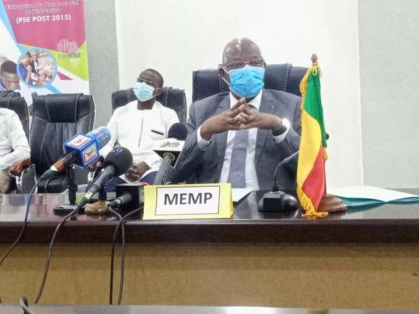 coronavirus-–-reouverture-des-classes-du-ci-au-cm1-:-le-ministre-salimane-karimou-echange-avec-les-acteurs-de-l'ecole-sur-les-directives-du-gouvernement