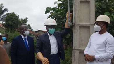 Photo of Accès à l'énergie électrique : le Ministre Dona Jean-Claude HOUSSOU met en service des ouvrages d'électrification rurale dans les départements de l'Ouémé et du Plateau.
