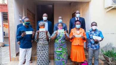 Photo of Assainissement Pluvial de la ville de Cotonou (PAPC) : Les personnes affectées par le programme reçoivent leurs chèques