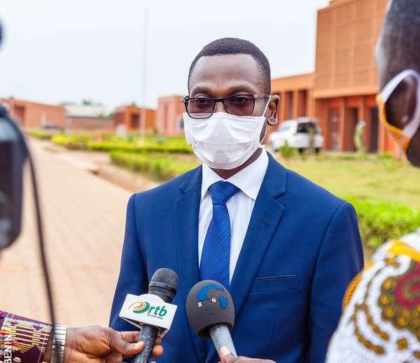 polemique-autour-des-masques-bleus-:-le-ministre-benjamin-hounkpatin-dement-et-rassure