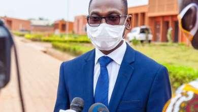Photo of Polémique autour des masques bleus : Le ministre Benjamin HOUNKPATIN dément et rassure