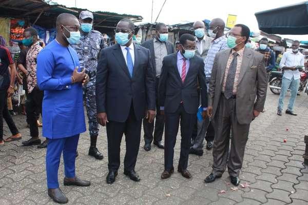 incendie-au-marche-dantokpa-:-le-ministre-de-la-decentralisation-et-de-la-gouvernance-locale-au-contact-des-sinistres