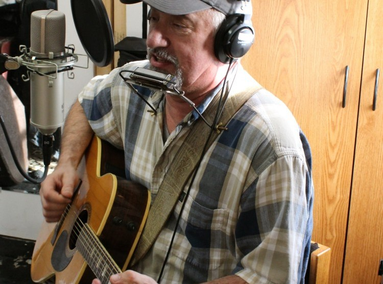Ben rounds at mostly folk studio with artie martello