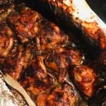 Spiesjes met octopus en worst met amarillosaus en salsa criolla