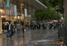 Ideologi Konsumsi Manusia Mall