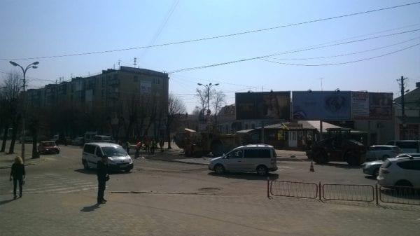 У Бердичеві активісти та поліція змусили комунальні служби відреагувати на жахливий стан місцевих доріг