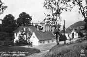 Haukeland sykehus. Gamle hovedgård og vakten. Udatert foto. Fotograf: Oppi, Eberh. B. UBB-BROS-04914.