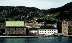 Festningsanlegget Bergenhus fotografert fra den andre siden av Vågen. Fotograf: Norvall Skreien.