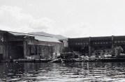 Ubåtbunkeren, ble bygd av tyskerne i perioden 1941-45, ved Søre- og Nordrevågen på Laksevåg. Fotograf: Ukjent Arkivet etter Morgenavisen A/S, Bergen Byarkiv.