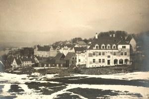 Før, under og like etter 1.verdenskrig bygde boligselskaper ut flere områder, som f.eks. Pinnelien i Solheimsviken. Fotograf: Ukjent. Arkivet etter Kronstad Boligselskap AS, Bergen Byarkiv.