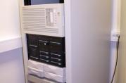 HP 3000. Mini-maskinen ble kjøpt inn av Bergen kommune på 1970-tallet, og slått av i 2007. Dataene fra maskinen er tatt inn i Byarkivets innsynsløsning for elektroniske arkiv. (BKBILDE)