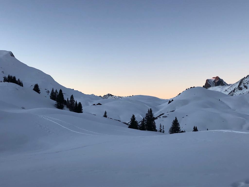 Abendspaziergang bei Sonnenuntergang mit Blick Richtung Auenfeldsattel
