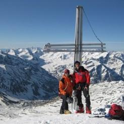 Überglücklich am Gipfel