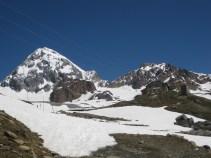 Blick zurück zur Pizzini Hütte mit Königsspitze im Hintergrund links