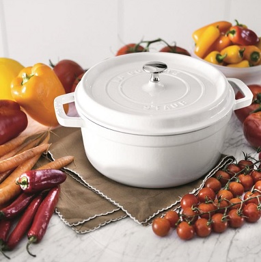 In this episode of home sweet homegoods, jillian makes new friends and decides where she wants to go from here. Staub 7qt Cast Iron Round Cocotte White Berings