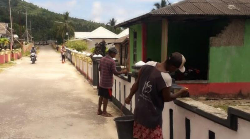 Pemerintah Ohoi Fako Lakukan Pengecetan Pagar