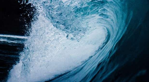 Pesan Profetik : Nubuatan tentang Tsunami Muncul Kembali, Apakah Artinya?