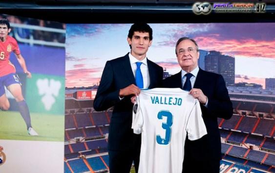 Akhirnya Real Madrid Memperkenalkan Bek Barunya