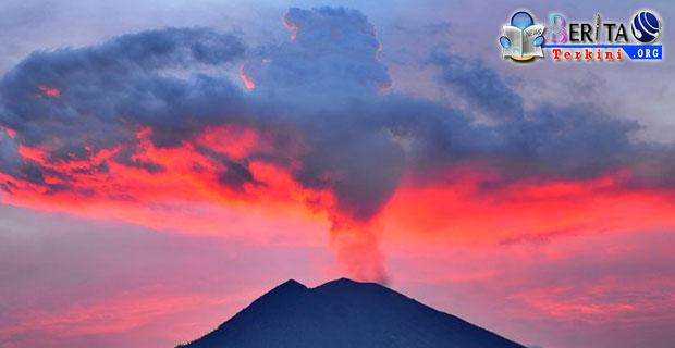 Awas! Aktivitas Gunung Agung Meningkat, Pijar Api Mulai Terpantau