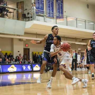 Men's BBALL blows 16-point halftime lead, falls to Tufts