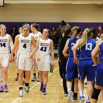 Women's basketball clinches NEWMAC playoff spot